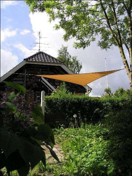 Drage-solsejl i haven