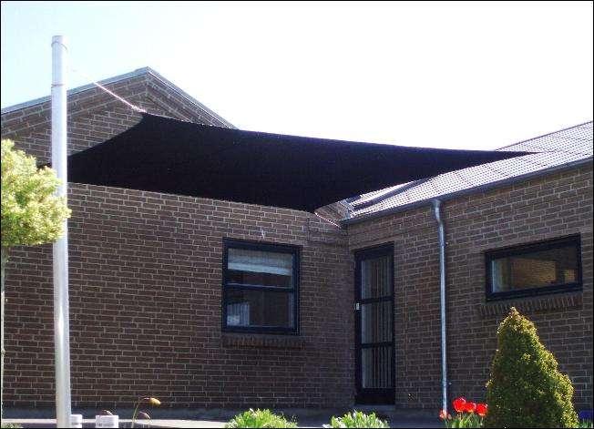 Solsejl i sort firkant